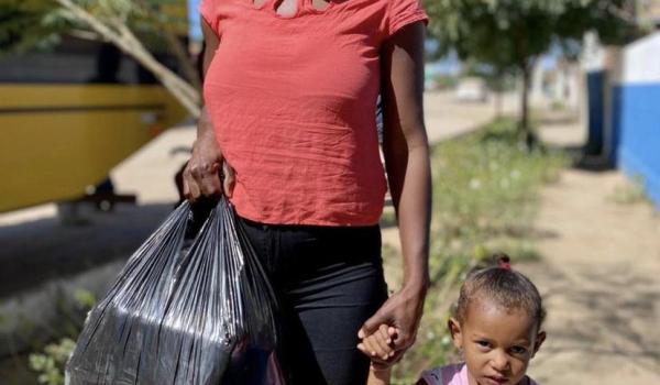 Imagens da Prefeitura realiza entrega de cestas basicas