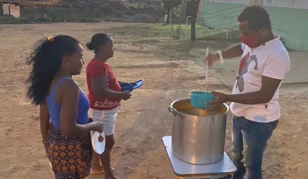 Imagens da Secretaria de Assistência Social realiza sopão solidário