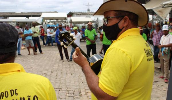 Imagens da Samba de Roda na Feira Livre de Boa Vista do Tupim