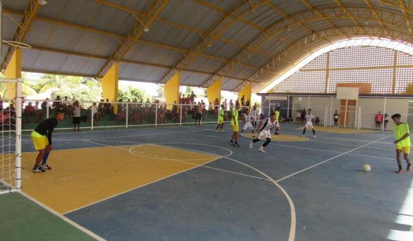 Prefeitura inaugura quadra poliesportiva no Povoado de Terra Boa