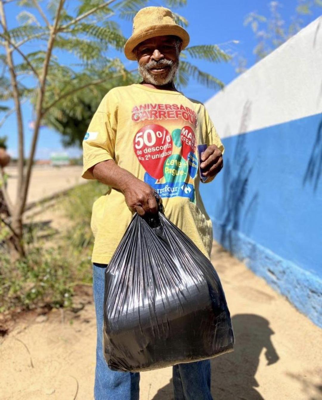 Prefeitura realiza entrega de cestas basicas