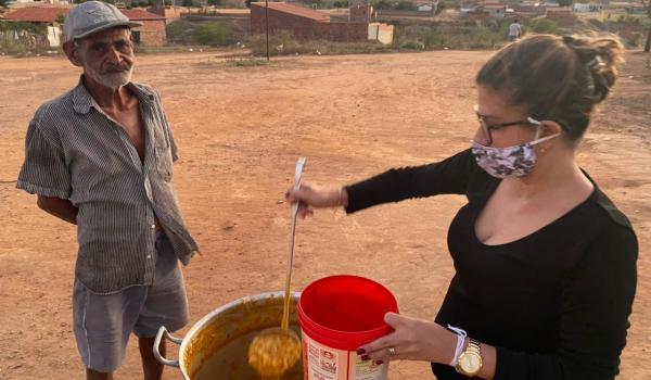 Secretaria de Assistência Social realiza sopão solidário